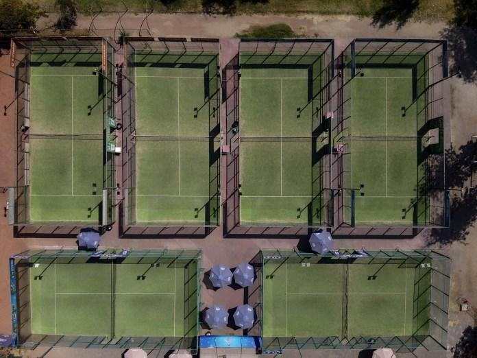Pistas de tenis vacías en Santiago de Chile, do donde fue declarado el estado de catástrofe. (AFP)