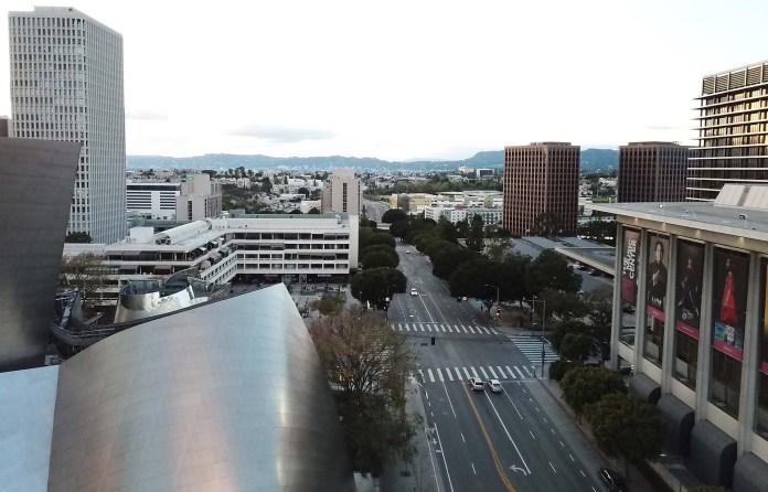 El centro de Los Angeles, California, a la horr habitual del mayor tránsito de regreso a los hohgares.