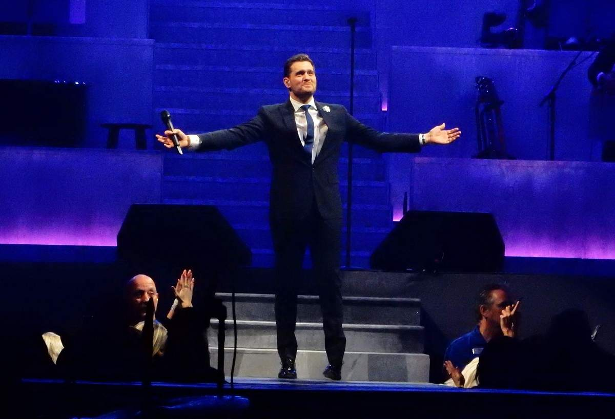 review michael buble opens