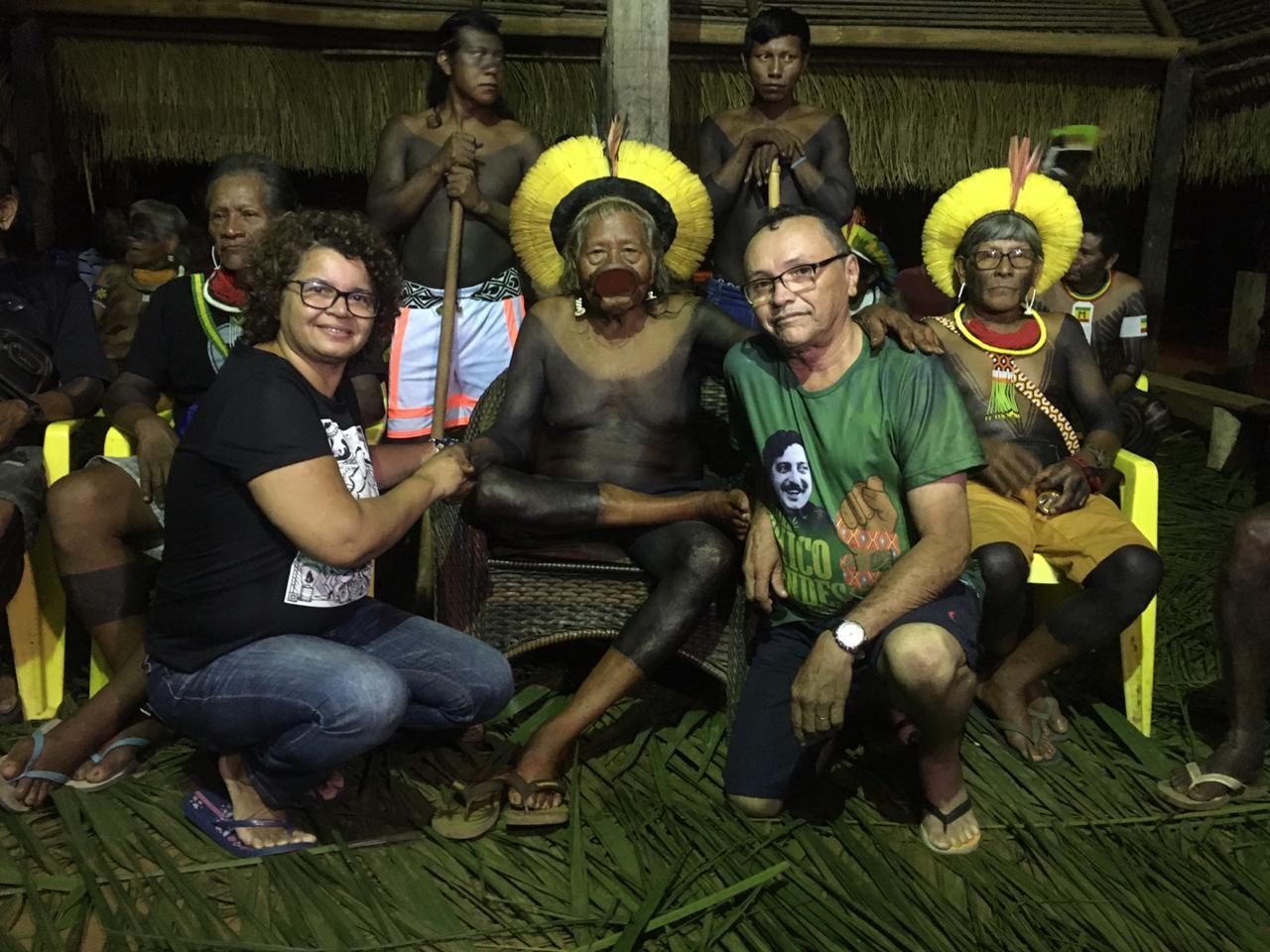 """Cacique Raoni e filha de Chico Mendes relançam a """"aliança dos povos da floresta"""""""