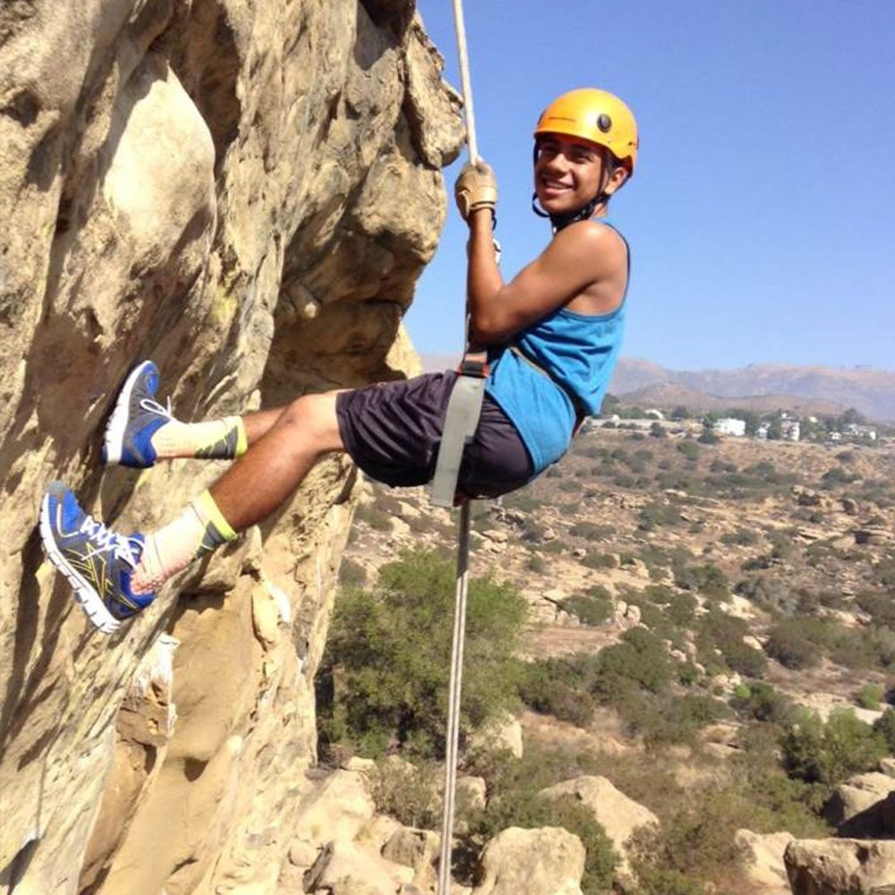 rappelling-grant-student