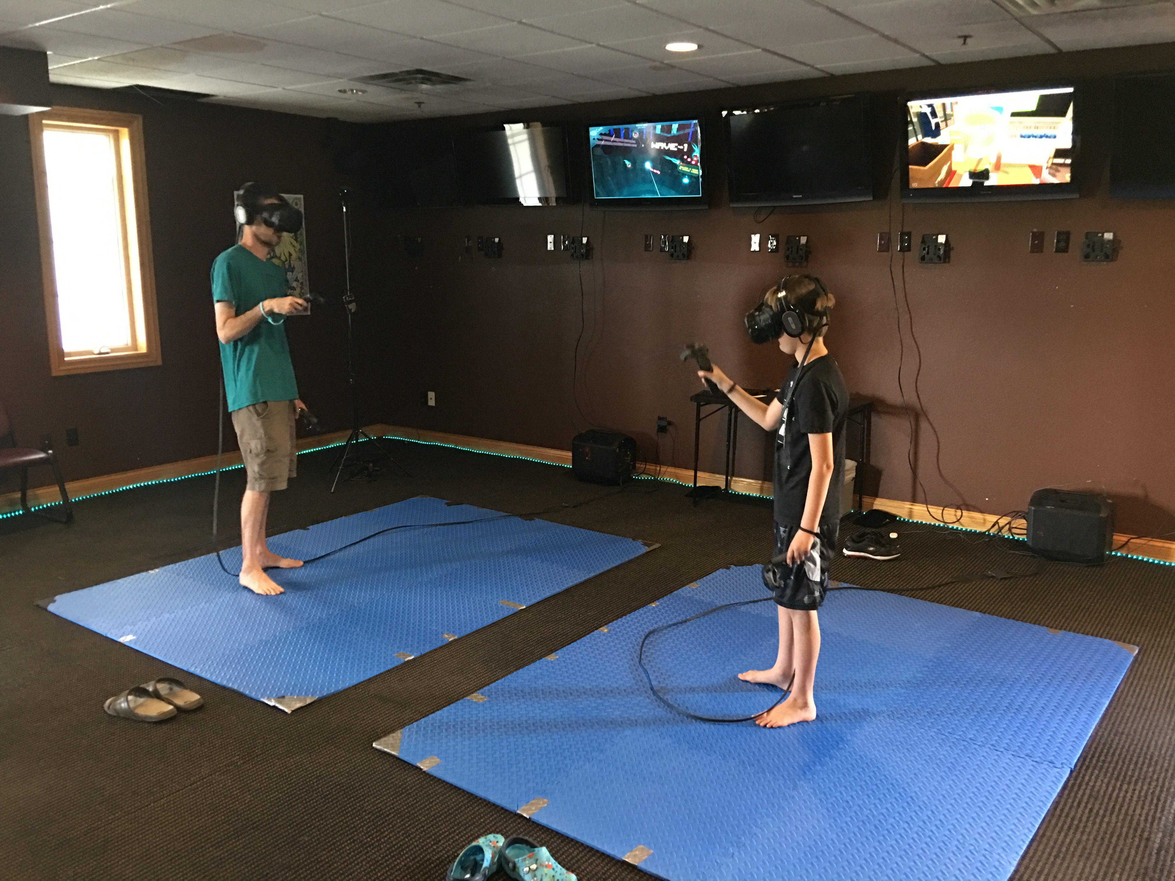 Arcade heroes three new vr arcade locations immersion for Room design vr