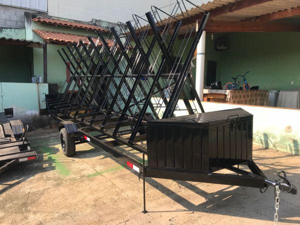 Carreta para transporte de 20 bicicletas c/ baú