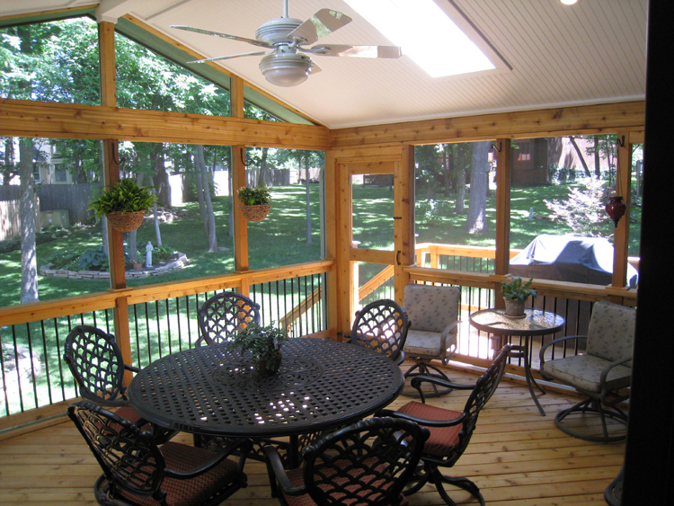 Top 4 factors to consider when selecting screen porch and