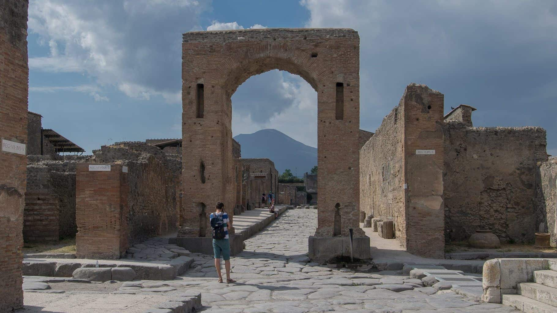 Falling Down Wallpaper Tickets For Pompeii And Herculaneum Archaeology Travel