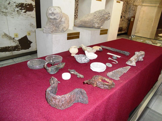 Archaeological artifacts discovered during the 2014 summer excavations of the Ancient Roman fortress and road station Ad Putea in Bulgaria's Riben. Photo: InfoPleven