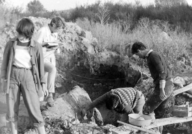 Prof. Henrieta Todorova during the excavations of the Neolithic and Chalcolithic site near Durankulak in the 1980s. Photo: Dobrich Regional Museum of HIstory