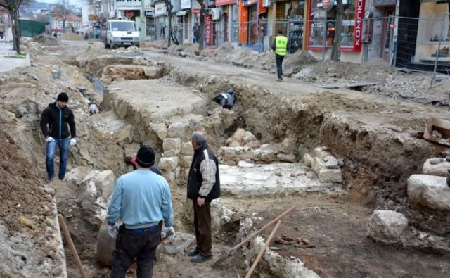 Parts of the Late Antiquity fortress wall of ancient Odessos and two residential buildings inside the wall have been uncovered during the three-week rescue digs. Photo: Varna Utre