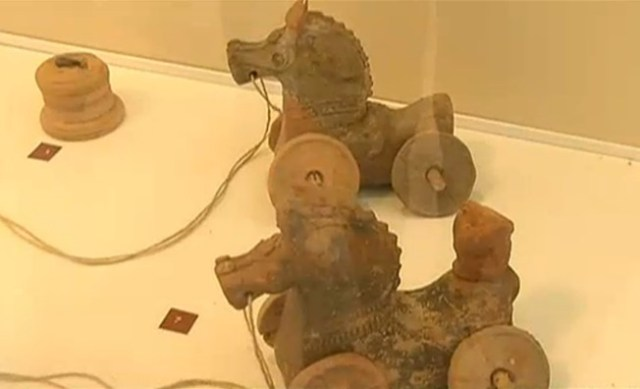 Ancient Roman child toys discovered at the cite of the veteran's villa and ceramic factor near Bulgaria's Pavlikeni, part of the collection of the Pavlikeni Museum of History. Photo: TV grab from News7