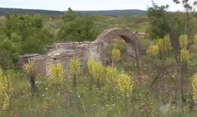 """A small part of the once huge Ancient Roman city of Colonia Ulpia Traiana Ratiaria in Bulgaria's Archar is still standing as much of it has been destroyed by treasure hunters. Photo: TV grab from the 2009 SBS TV documentary """"Plundering the Past"""""""