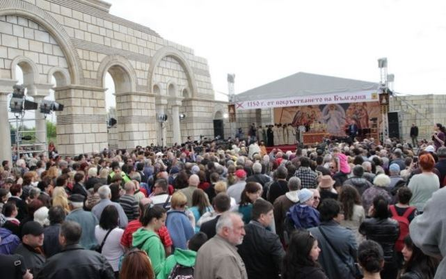 Thousands of Bulgarians from across the country flocked to the medieval capital of the First Bulgarian Empire, Pliska, to participate in the celerations for the 1150th anniversary since Bulgaria's adoption of Christianity. Photo: Shum.bg