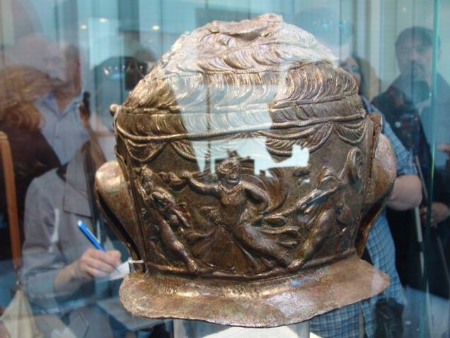 A view of the back of the Ancient Thracian war helmet found in Bulgaria's Brestovitsa: a scene from the Trojar War depicting the murder of Hector's son Astyanax (Scamandrius) by Achilles's son Neoptolemus. Photo: Plovdiv24