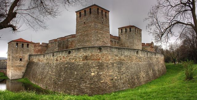 The Baba Vida Castle in Vidin, the last free capital of Medieval Bulgaria, is probably the best preserved Bulgarian fortress from the Middle Ages (it is actually only a part of the original medieval fortress of Badin/Bdin), as most of the rest were razed to the ground by the Ottoman Turks. Photo: Klearcho Kapoutsis/Todor Bozhinov, Wikipedia