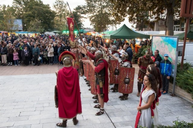 "Reenactors presenting Ancient Roman military tactics and costumes during the 2014 Fall edition of the Eagle on the Danube Festival in Bulgaria's Svishtov entitled ""The Vines of Novae"