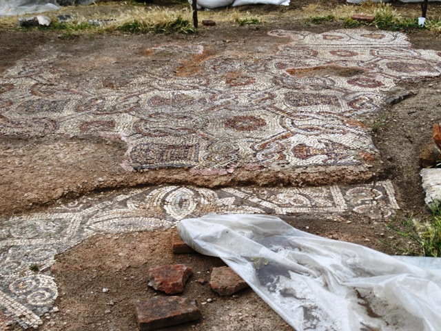 The newly discovered lower (older) and upper layer of Early Christian floor mosaics in the 5th century AD Byzantine Great Basilica in Bulgaria's Plovdiv are clearly visible in this photo; the first layer was covered with mortar in order to create new mosaics at some point in the life of the basilica. The lower layer features many depictions of crosses, while the upper layer - depictions of birds. Photo: PodTepeto.com