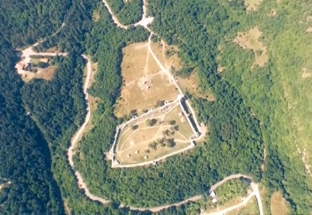The 11th century Byzantine and Bulgarian fortress of Mezek in Southern Bulgaria, as viewed from the air. Photo: View Bulgaria Project (otnebeto.com)