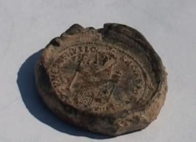 This led seal of Bulgarian Tsar Simeon I the Great (r.893-927 AD) is from the later period of his reign, between 917 and 927 AD. It was found during archaeological excavations in Veliki Preslav in 2010. Photo: TV grab from BNT