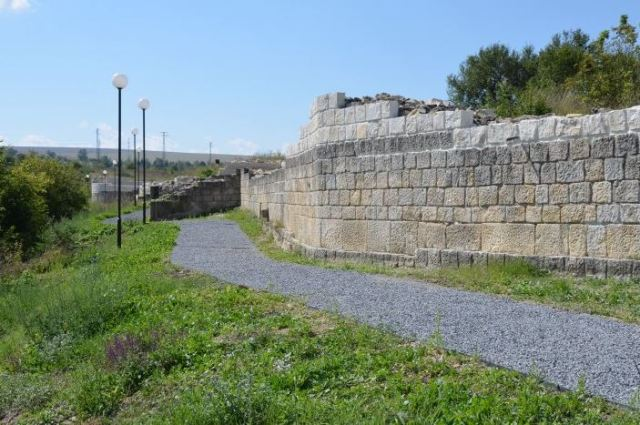 The ruins of the eastern fortress wall of the Ancient Roman city of Abritus in the Abritus Archaeological Preserve near Bulgaria's Razgrad. Photo: Abritus Archaeological Preserve