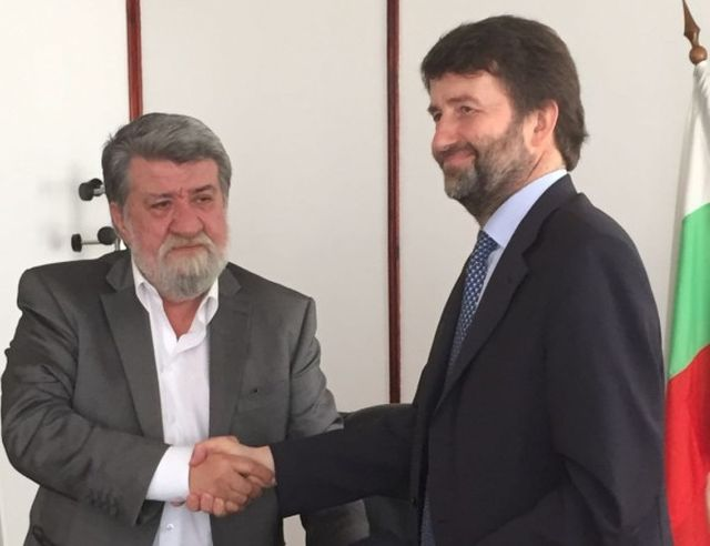 Bulgaria's Minister of Culture Vezhdi Rashidov (left) and Italy's Minister of Cultural Heritage and Tourism Dario Franceschini (right) at the signing of the cooperation memorandum against treasure hunting and antique trafficking. Photo: Bulgaria's Ministry of Culture