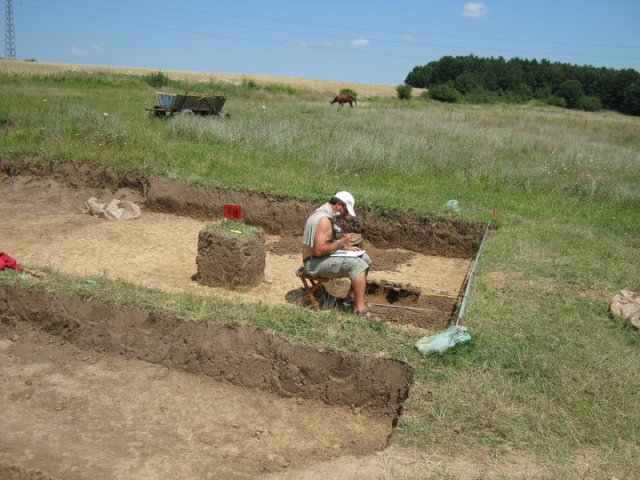 Bulgarian archaeologist Georgi Ganetsovski at work at the Ohoden Early Neolithic settlement in 2010. Photo: Georgi Ganetsovski's Facebook Page