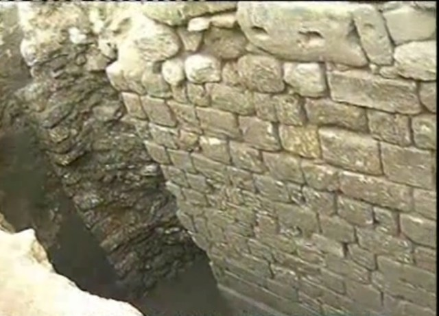 The newly discovered fortress wall of the Ancient Roman city of Sexaginta Prista in Bulgaria's Danube city of Ruse is dated to the 4th century AD. Photo: TV grab from BNT 2