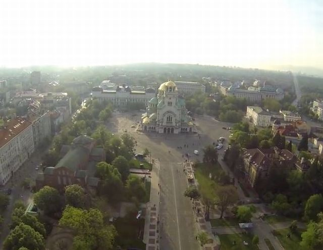 The market for antiques, which is often visited by the foreign tourists in Sofia, is located in the small park to the right, in front of the St. Alexander Nevsky Cathedral. Photo: Video grab from Paramotor BG Facebook Group
