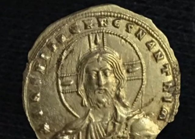 The back side of the newly found gold coin from Bulgaria's Perperikon features an image of Jesus Christ. Photo: TV grab from News7