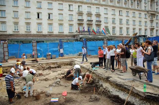 Sofia Mayor Yordanka Fandakova and a team of Sofia Municipality inspecting the archaeological excavations of Ancient Serdica in front of the five-star Sofia Hotel Balkan, which have yielded the ruins of a massive Roman building. Photo: Sofia Mayor Yordanka Fandakova's Facebook Page