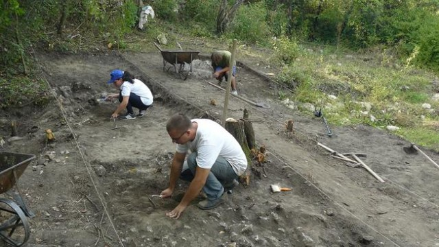 A photo showing the 2015 summer excavations in Cherven, one of the mightiest and richest cities of the Second Bulgarian Empire (1185-1396 AD). Photo: Ruse Regional Museum of History