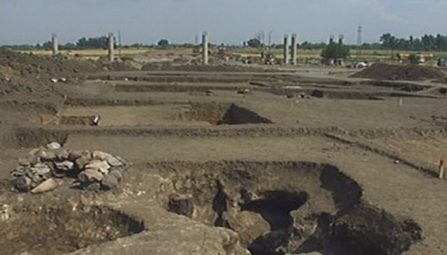 A view of the rescue archaeological excavations along the route of the Northern Tangent of the Sofia Ring Road. Photo: Bulgarian National Television
