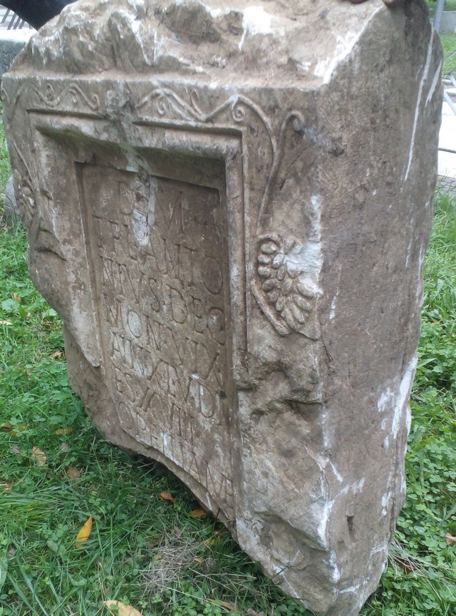 The seized marble gravestone is only the second archaeological monument with information about a Roman Decurion (cavalry officer) who lived in the Roman city of Montanesium (today's Montana in Northwest Bulgaria). Photos: Bulgaria's Interior Ministry