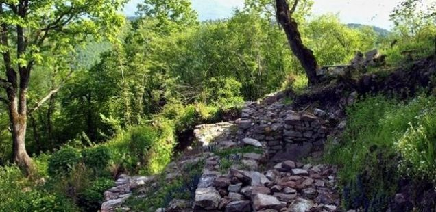 Bulgarian Prosecutor's Office Charges 3 Treasure Hunters for Raiding Medieval Fortress