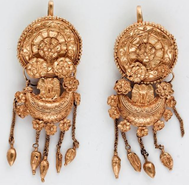 Not like hundreds of other gold artifacts, these gold earrings from the Mogilanska Mound Treasure, ca. 350 BC, Vratsa Regional Museum of History, are representative of the sophistication of the Ancient Thracian gold treasures. Photo: Bulgaria's Ministry of Culture