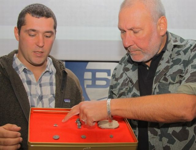Archaeologist Nikolay Ovcharov (right) shows the 10th century AD heart-shaped belt decoration found at the Urvich Fortress near Bulgaria's capital Sofia. Photo: Standart daily