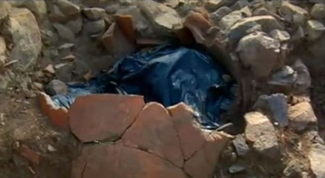 In one of the graves of the necropolis of Apollonia Pontica, the dead person was found buried inside a pithos, a huge ceramic vessel often used for grain storage. Photo: TV grab from BNT
