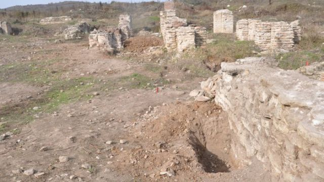 The once perfectly preserved ruins of the Roman colony of Ratiaria in today's Northwest Bulgaria have been ravaged by treasure hunters for the past 25 years. This is a file photo. Photo: Kmeta