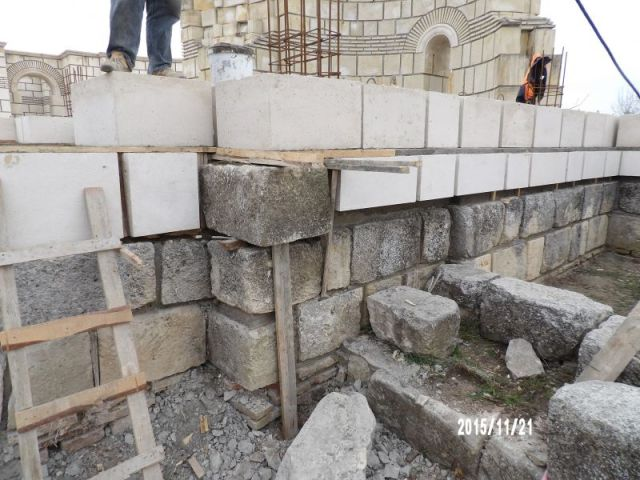 Another photo showing the construction works for the restoration of the 9th century AD Great Basilica in Pliska, the early capital of the First Bulgarian Empire. Photo: National Museum of History