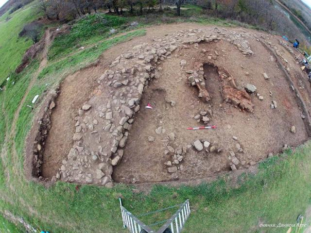 The newly excavated ruins of the fortified residence of a ruler of the Ancient Thracian tribe Asti. Photo: Lead archaeologist Daniela Agre/Tsarevo Municipality
