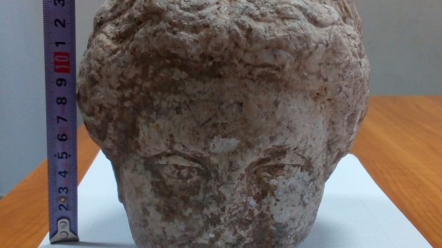 This marble head from an Ancient Roman statue of a female has been found in the ruins of the ancient city of Augusta Traiana in Bulgaria's Stara Zagora. Photo: Atanas Atanasov/bTV