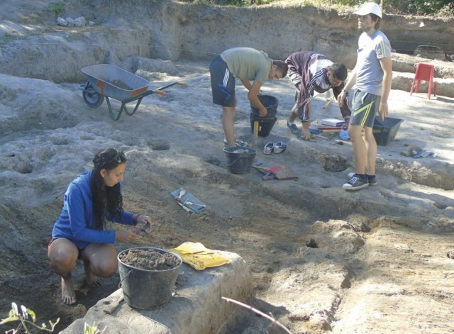 "Students from Veliko Tarnovo University ""St. Cyril and St. Methodius"" are seen working during the 2015 excavations of the prehistoric settlement mound near Bulgaria's Hotnitsa. Photo: Yantra Dnes daily"