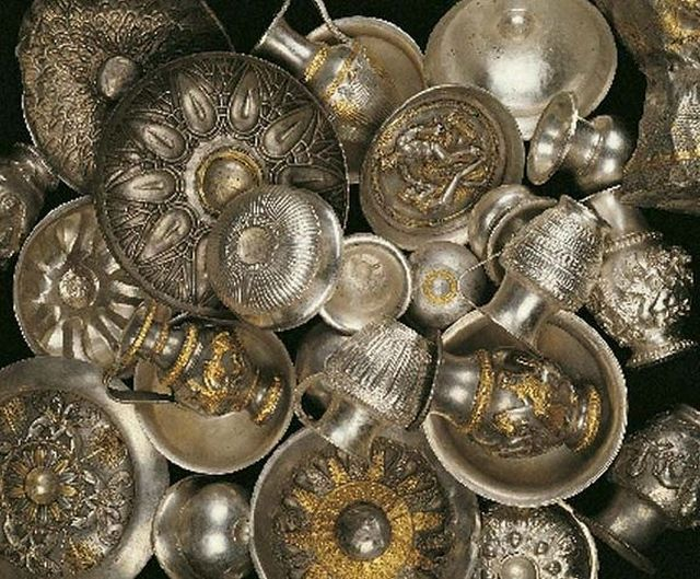 More photos of the Rogozen Silver Treasure. Photos: Hayredin Municipality