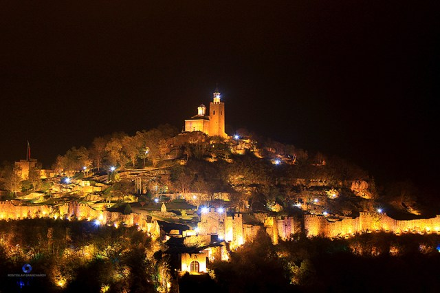 A view of the Tsarevets Hill Fortress in Bulgaria's Veliko Tarnovo during the performance of the Light and Sound Show telling the story of the Second Bulgarian Empire (1185-1396). Photo: Veliko Tarnovo Municipality