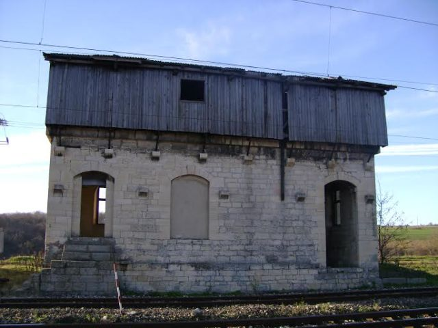 The now defunct Kamenyak train station in Northeast Bulgaria which, too, was built by the Ottomans with materials from the Bulgarian archaeological monuments in Pliska and Veliki Preslav. Photo: National Museum of History