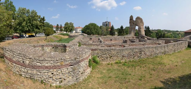 Another view of the quadriburg, one of the two fortresses that make up the Castra Martis Fortress in Bulgaria's Kula, with its sole surviving fortress tower at its southeastern corner. Photo: Pudelek, Wikipedia