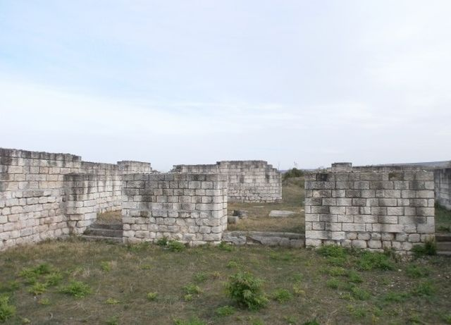 The ruins of the Late Roman fortress Iatrus near the town of Krivina, Tsenovo Municipality, in Central North Bulgaria. Photo: Darik Ruse