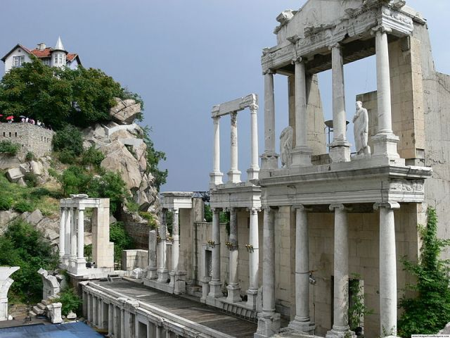 The stage of the Antiquity Amphitheater in Bulgaria's Plovdiv. Photo: Tourbillion, Wikipedia