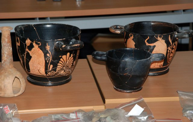 Ancient Greek pottery seized from the two alleged treasure hunters in Bulgaria's Haskovo. Photo: Haskovo.net