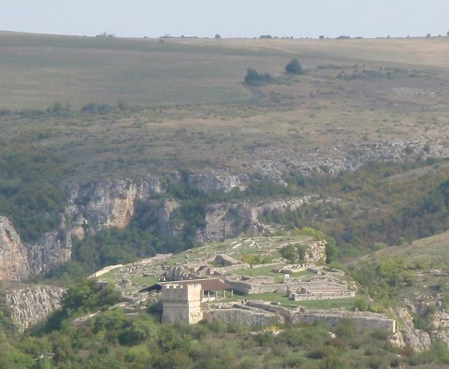 A view of the citadel of the medieval Bulgarian city of Cherven. Photo: Trygve W Nodeland, Wikipedia