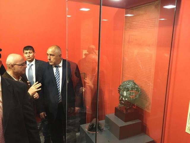 Lyudmil Vagalinski (left), Director of the National Institute and Museum of Archaeology in Sofia and lead archaeologist of the Deultum excavations, shows the bronze head of Roman Emperor Septimius Severus (found in 1987) to Bulgarian Prime Minister Boyko Borisov (right), during the opening of the fully renovated Debelt-Deultum Archaeological Preserve. Photo: Bulgarian Prime Minister's Facebook Page
