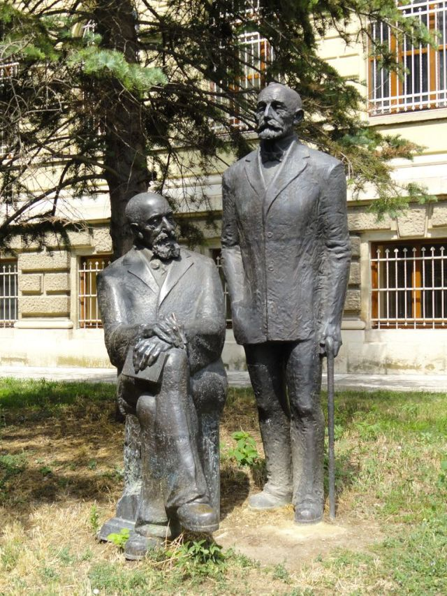 The Monument of Karel and Hermann Skorpil in front of the Varna Museum of Archaeology that they helped found. Photo: Varna Museum of Archaeology